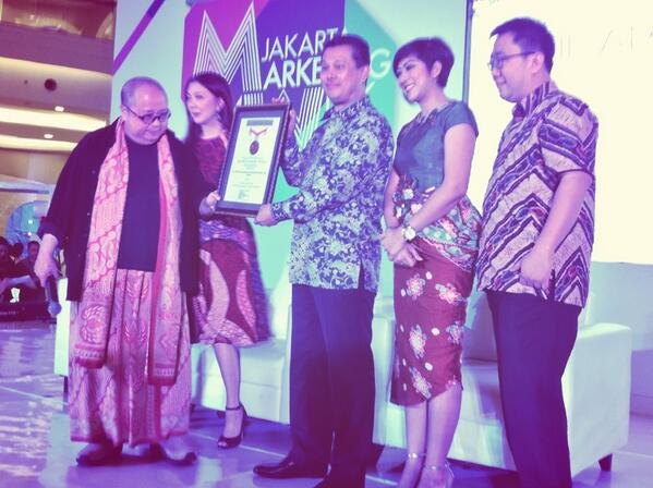 """Batik Appreciation Night"", TBIG Terima Piagam MURI di Jakarta Marketing Week."